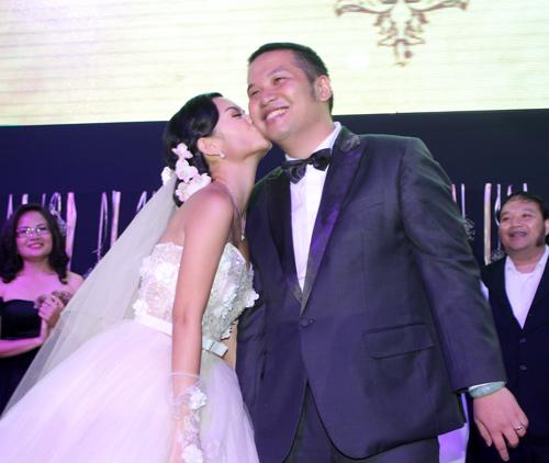 Độc, lạ đám cưới Quỳnh Anh - 9