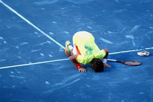 Nadal thua sốc: Tại anh, tại ả… - 2