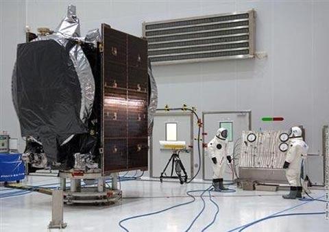 Cận cảnh VINASAT-2 tại TT vũ trụ quốc tế - 2