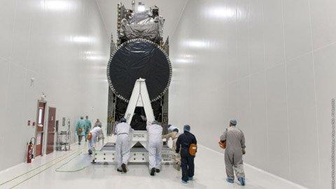 Cận cảnh VINASAT-2 tại TT vũ trụ quốc tế - 3