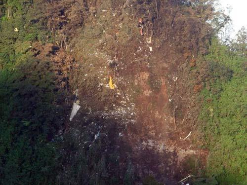 Tìm thấy 14 thi thể trên Sukhoi Superjet-100 - 1