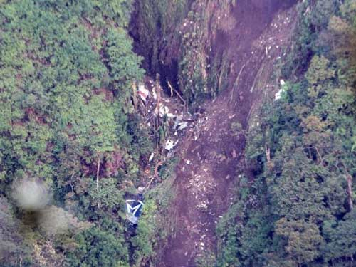 Tìm thấy 14 thi thể trên Sukhoi Superjet-100 - 2