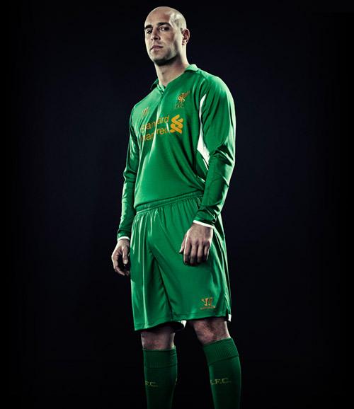 """Liverpool quảng cáo áo đấu """"phù thủy"""" - 2"""