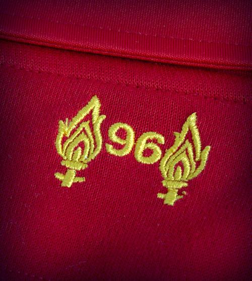 """Liverpool quảng cáo áo đấu """"phù thủy"""" - 7"""