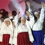 Bóng đá - Hợp ca lão bà hát bài hát chính thức Euro