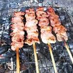 Ẩm thực - Lợn đồi Tam Đảo nướng xiên ngon lạ
