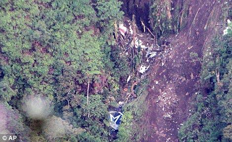 Đùa cợt vụ tai nạn Sukhoi, tiếp viên mất việc - 1