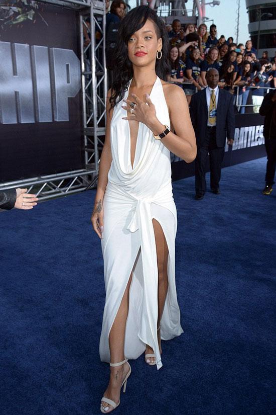 Rihanna táo bạo khoe 90% cơ thể - 1