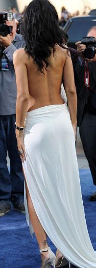 Rihanna táo bạo khoe 90% cơ thể - 8