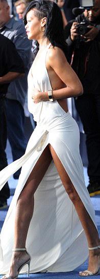 Rihanna táo bạo khoe 90% cơ thể - 9