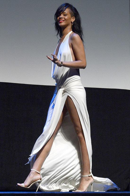 Rihanna táo bạo khoe 90% cơ thể - 4