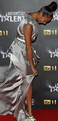 Rihanna táo bạo khoe 90% cơ thể - 19