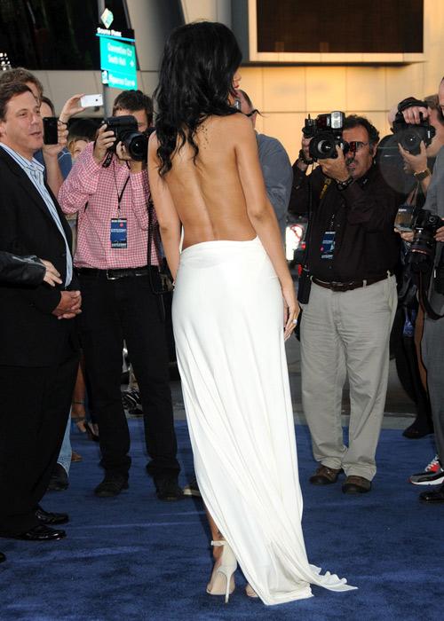 """Xuất viện, Rihanna lại """"mát"""" hết cỡ - 4"""