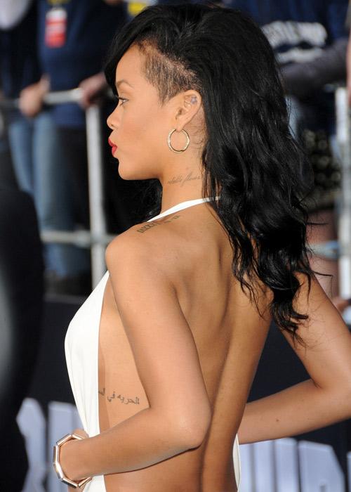 """Xuất viện, Rihanna lại """"mát"""" hết cỡ - 5"""