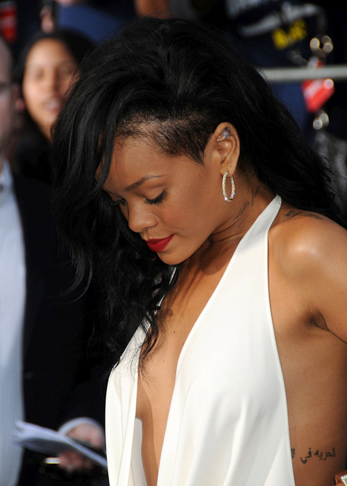 """Xuất viện, Rihanna lại """"mát"""" hết cỡ - 6"""
