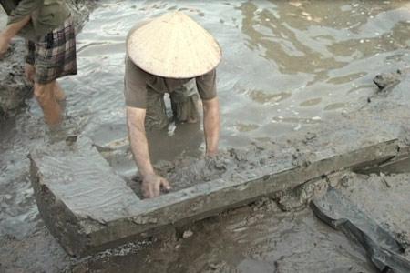 Đào ao, phát hiện mộ cổ từ thời Đông Sơn - 1