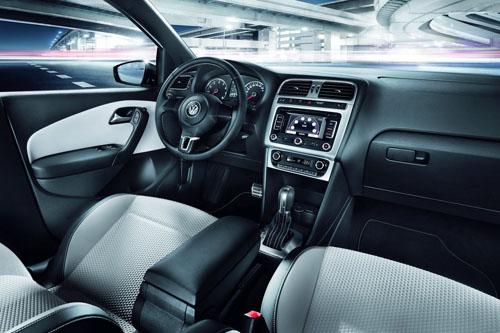 VW CrossPolo Urban màu trắng tinh khôi - 2