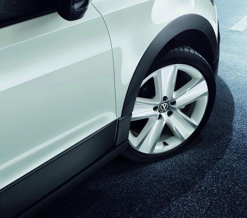 VW CrossPolo Urban màu trắng tinh khôi - 4