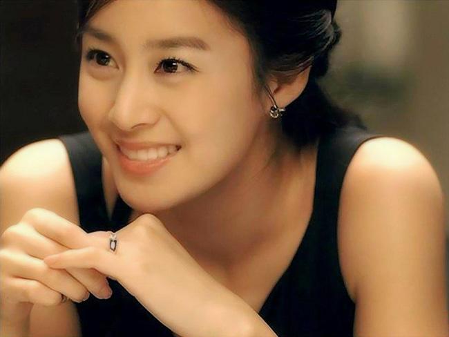 Kim Tae Hee được đánh giá là diễn viên có đôi mắt đẹp nhất và khuôn mặt hoàn hảo.
