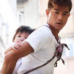 Phim - Quách Phú Thành vừa cõng con vừa giặt giũ