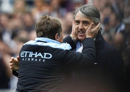 Man City vô địch, Mancini... cởi quần - 1