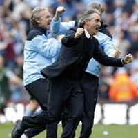 Mancini ca ngợi Man City phi thường