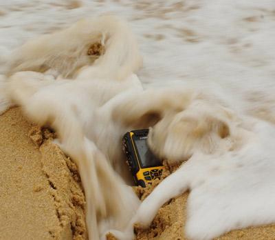 Lộ diện siêu dế 2 sim chống nước, chống va đập tại Việt Nam - 11