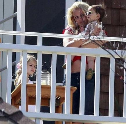 4 bà mẹ bị chê lôi thôi tại hollywood - 3