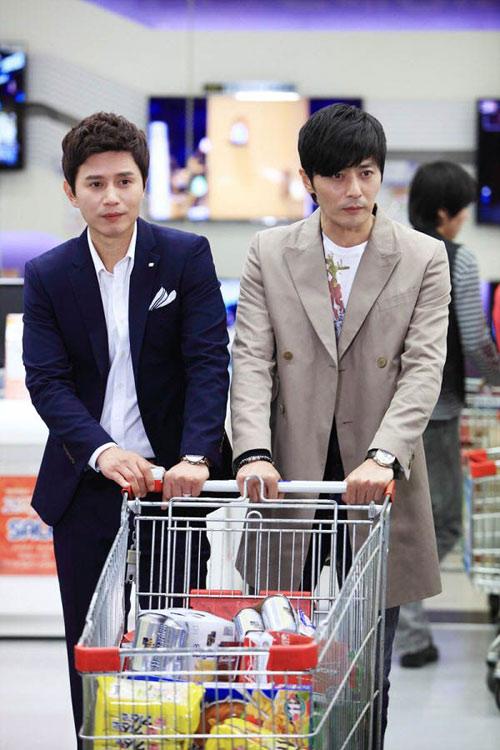 Jang Dong Gun kéo tuột váy người đẹp - 4