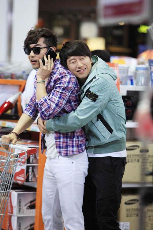 Jang Dong Gun kéo tuột váy người đẹp - 5