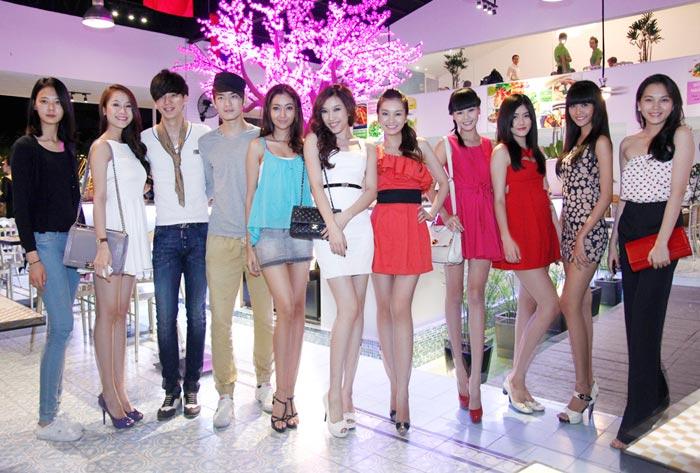 Ngọc Thạch tươi tắn bên siêu mẫu Hàn - 9
