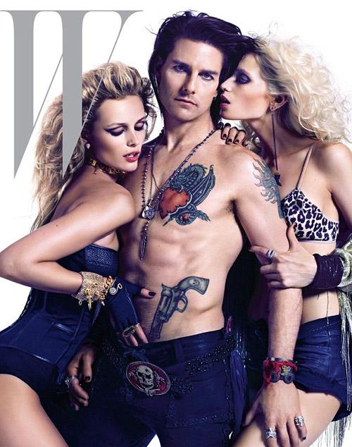 """Tom Cruise mình trần """"kẹt"""" giữa 2 mỹ nữ - 1"""