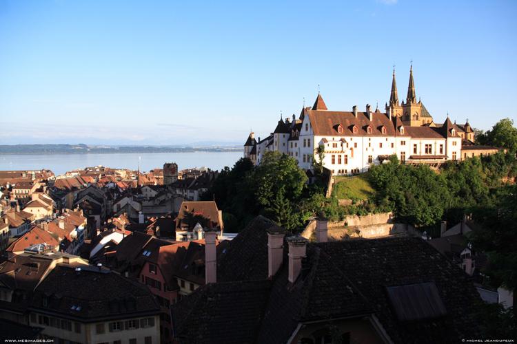 Trong tiếng Pháp, Neuchâtel có nghĩa là  Lâu đài mới .