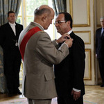 Tin tức trong ngày - Sét đánh máy bay chở tân tổng thống Pháp