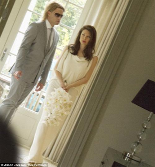 HOT: Jolie-Pitt lộ ảnh cưới giả - 3