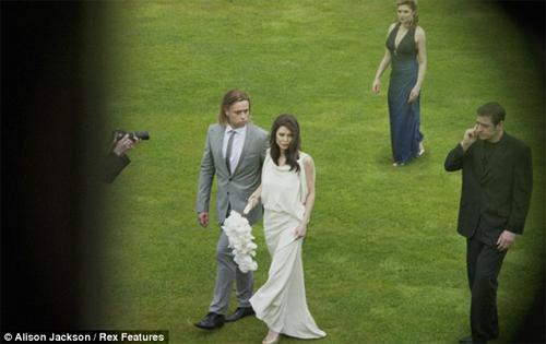 HOT: Jolie-Pitt lộ ảnh cưới giả - 7