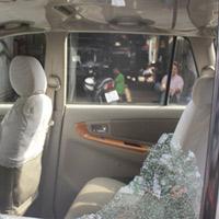 Ô tô của chủ tịch TP Bảo Lộc bị đập nát kính