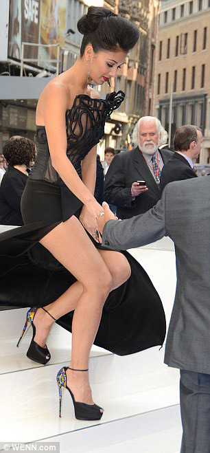 """Mỹ nhân cẩn thận vẫn lộ """"điểm nóng"""", Người mẫu nữ, Thời trang, Nicole Scherzinger, thoi trang, tin thoi trang, Kate Moss, nguoi dep ho henh, sao lo diem nong, thoi trang ho henh, trang phuc thieu vai, trang phuc goi cam, trang phuc mat me,"""