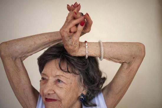 93 tuổi vẫn làm giáo viên dạy yoga - 3