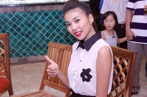 """Phút """"xì tin"""" của siêu mẫu Thanh Hằng - 1"""