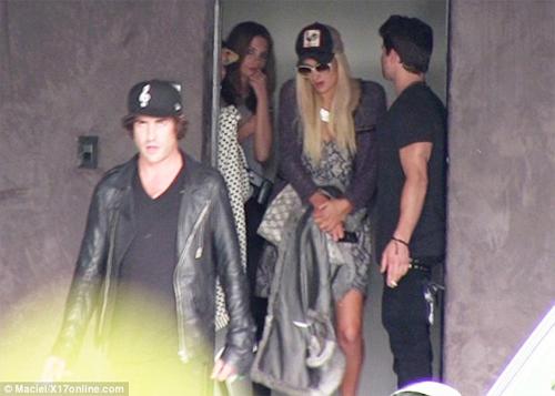 Paris Hilton lại bị cảnh sát sờ gáy - 2