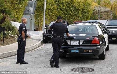 Paris Hilton lại bị cảnh sát sờ gáy - 4