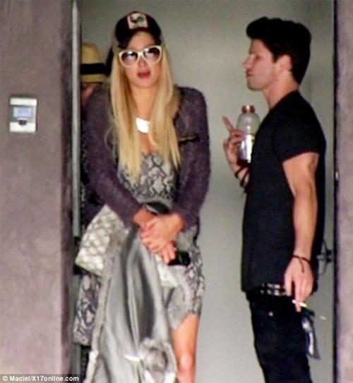 Paris Hilton lại bị cảnh sát sờ gáy - 1