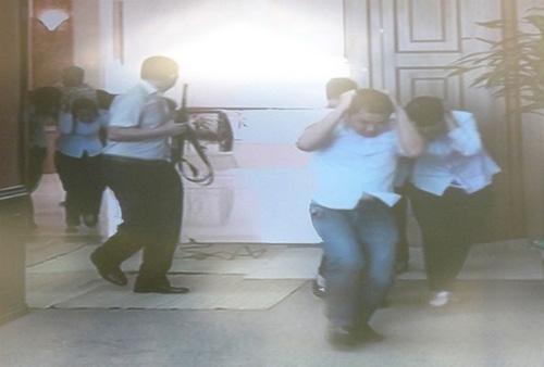 Diễn tập tấn công, bắt giữ kẻ cướp ngân hàng - 4
