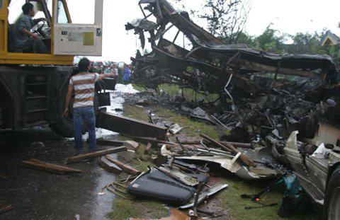 Những vụ tai nạn xe khách thảm khốc nhất - 1