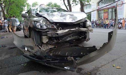 """Hà Nội: """"Xe điên"""" đâm 4 xe máy, 1 người chết - 2"""