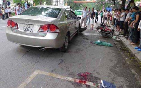 """Hà Nội: """"Xe điên"""" đâm 4 xe máy, 1 người chết - 3"""