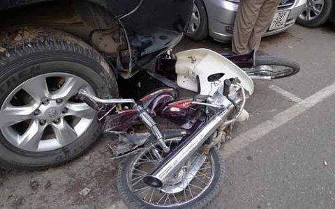 """Hà Nội: """"Xe điên"""" đâm 4 xe máy, 1 người chết - 6"""