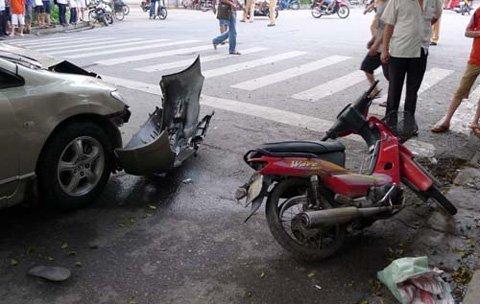 """Hà Nội: """"Xe điên"""" đâm 4 xe máy, 1 người chết - 7"""