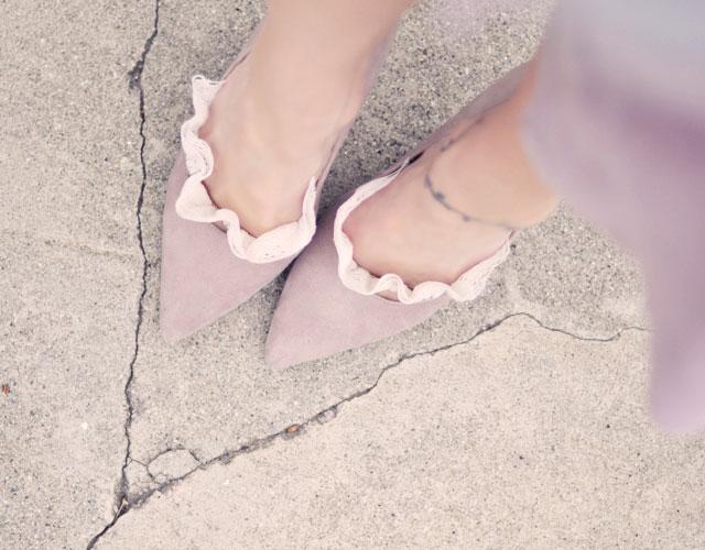 Làm tất ren cho đôi giày thêm sexy - 6
